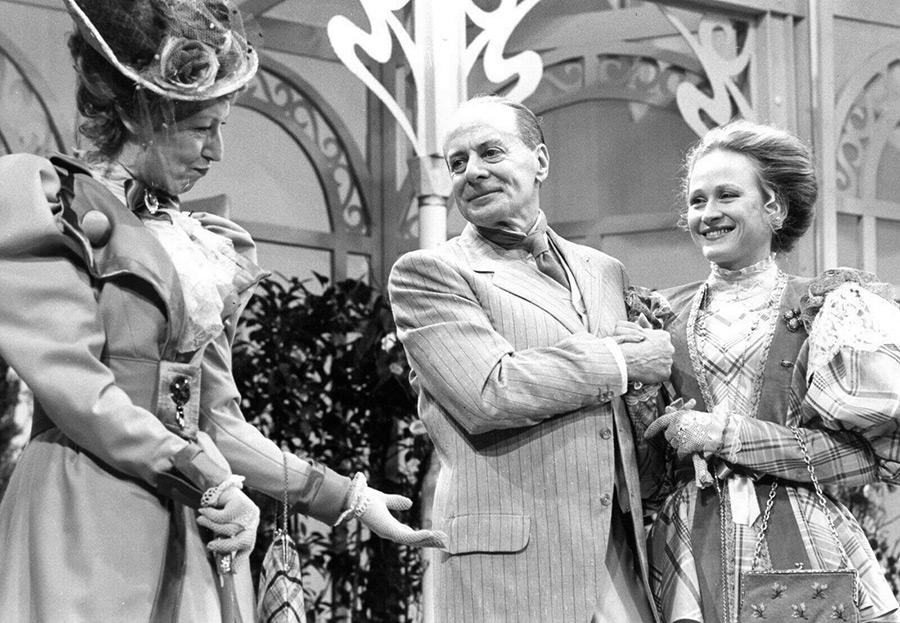 France Delahalle, Katia Tchenko et Jacques François en 1980 dans Il est important d'être aimé, une pièce d'Oscar Wilde mise en scène par J. François