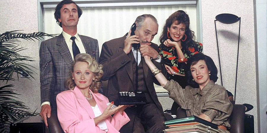 Bernard Menez, Katia Tchenko, Jean Rougerie, Chantal Alves et Arielle Sémenoff dans la série télé Vivement lundi ! (1988-1991)