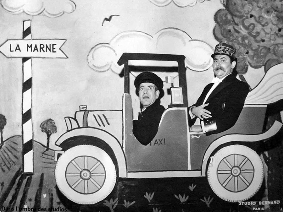 Hubert Deschamps et Roger Carel au cabaret La Fontaine des 4 saisons dans les années 1950 - © Page Facebook Roger Carel