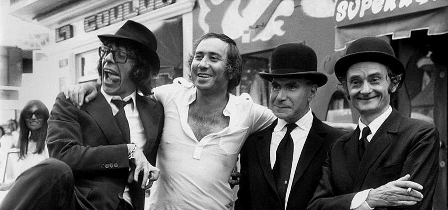 Patrick Topaloff, Philippe Clair, Jacques Dufilho et Sim sur le tournage de La Brigade en folie (1973) - - © Collection personnelle Philippe Clair