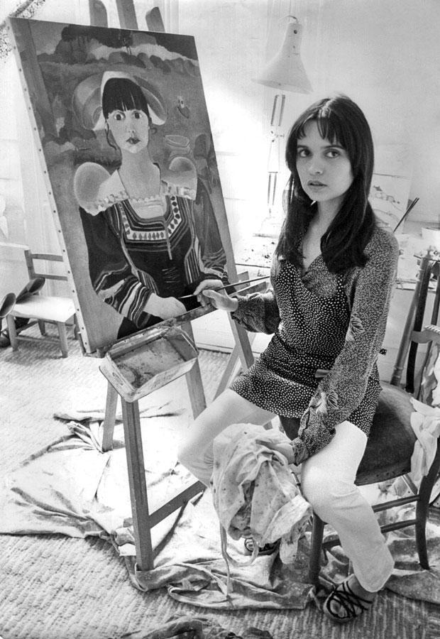 Jeanne Lichtlé (Jeanne Goupil) au travail dans son atelier
