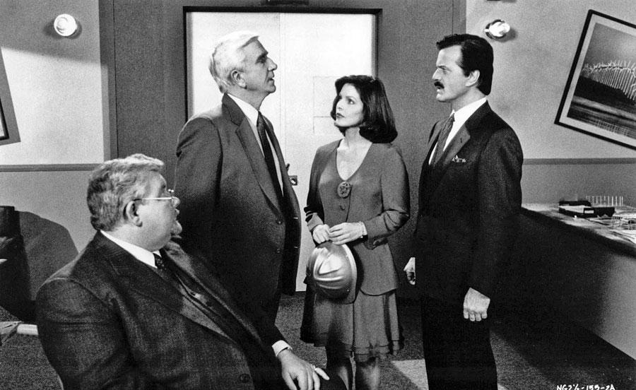 Leslie Nielsen, Priscilla Presley, Robert Goulet, Richard Griffiths dans The Naked Gun 2½ (David Zucker, 1991)