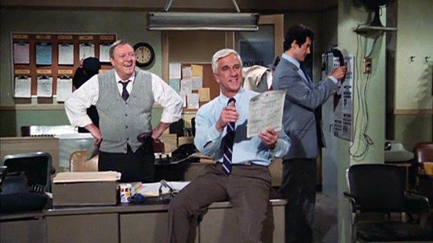 Alan North, Leslie Nielsen et Peter Lupus dans Police Squad! (1982)