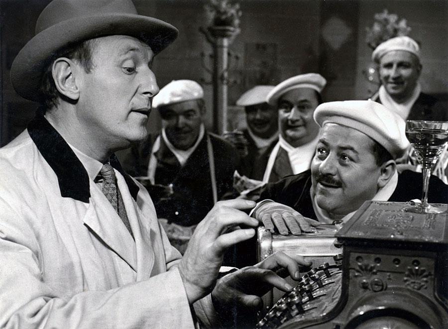 Bourvil et Francis Blanche dans Un drôle de paroissien (Jean-Pierre Mocky, 1963)