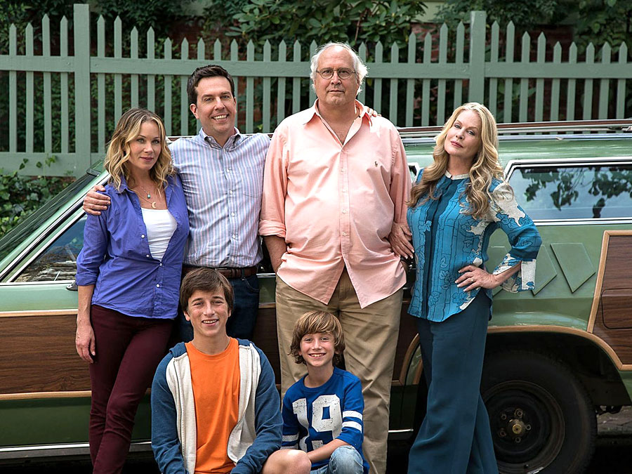 Christina Applegate, Ed Helmes, Chevy Chase, Beverly d'Angelo dans Vacation (John Francis Daley /Jonathan M. Goldstein, 2015)