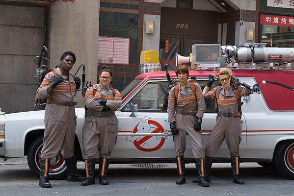 Kristen Wiig, Melissa McCarthy, Kate McKinnon et Leslie Jones dans Ghostbusters 3 (Paul Feig, 2016)