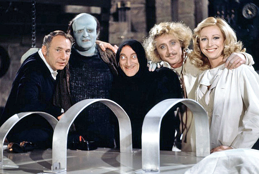 Mel Brooks, Peter Boyle, Marty Feldman, Gene Wilder et Teri Garr sur le plateau de Frankenstein Junior