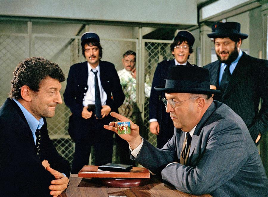 Yves Robert, Bernard Blier, Michel Modo, Michel Serrault, Romain Bouteille et Carlos dans Le Cri du cormoran le soir au-dessus des jonques (Michel Audiard, 1971)
