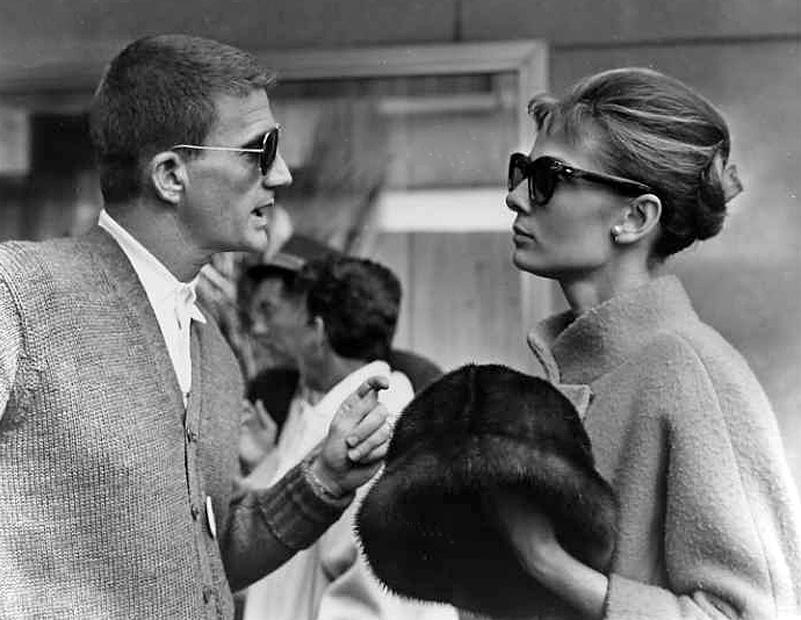 Blake Edwards et Audrey Hepburn sur le tournage de Diamants sur canapé (1961) ©