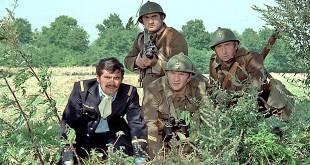 Alain Doutey, Aldo Maccione, Pierre Mondy et Jean Lefebvre dans Mais où est donc passée la 7ème Compagnie ? (Robert Lamoureux, 1973)