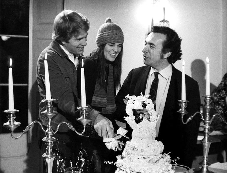Arthur Hiller, Ryan O'Neal et Ali MacGraw sur le tournage de Love Story (1970) - © Paramount Pictures, via Photofest