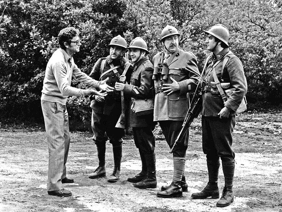 Robert Lamoureux, Jean Lefebvre, Pierre Mondy, Pierre Tornade et Aldo Maccione sur le tournage de Mais où est donc passée la 7ème Compagnie (Robert Lamoureux, 1973)