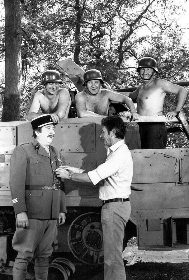 Henri Guybet, Pierre Mondy, Jean Lefebvre, Pierre Tornade et Robert Lamoureux dans On a retrouvé la 7ème Compagnie (Robert Lamoureux, 1975)