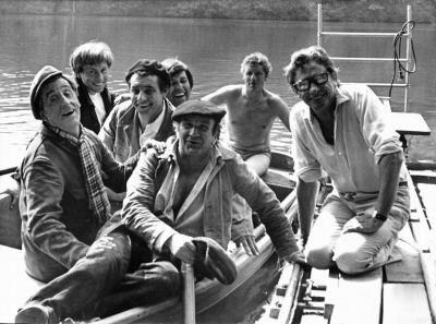 Jean Lefebvre, Henri Guybet, Pierre Mondy et Robert Lamoureux sur le tournage de La 7ème Compagnie au clair de lune (1977)