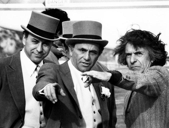 Alan Arkin, Peter Falk et Arthur Hiller sur le tournage de Ne tirez pas sur le dentiste (The In-Laws, 1979) - © Warner Bros. via Everett Collection
