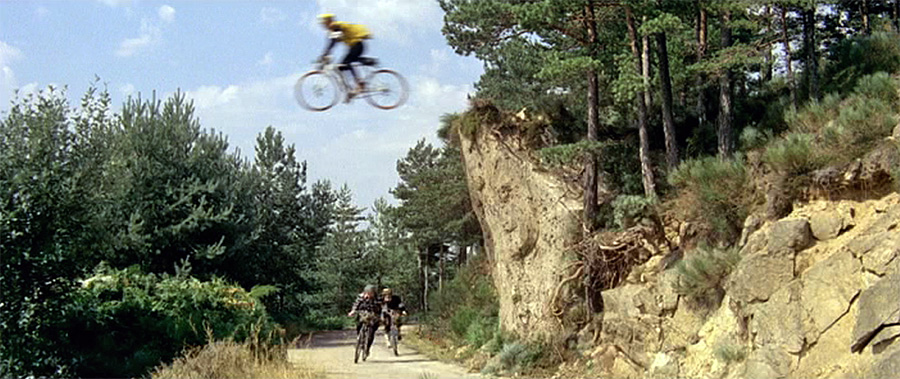 cascade d'Yvan Chiffre dans Les Cracks (Alex Joffé, 1968)
