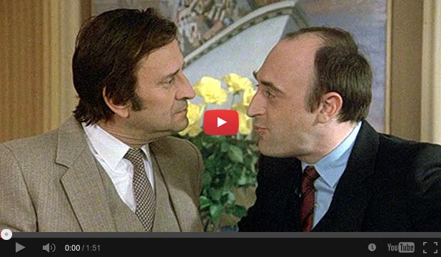 Georges Descrières et Guy Montagné dans Qu'est-ce qui fait craquer les filles (Michel Vocoret, 1982)