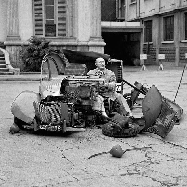 Bourvil tournant la célèbre scène de la 2 cv désintégrée dans Le Corniaud (Gérard Oury, 1965)