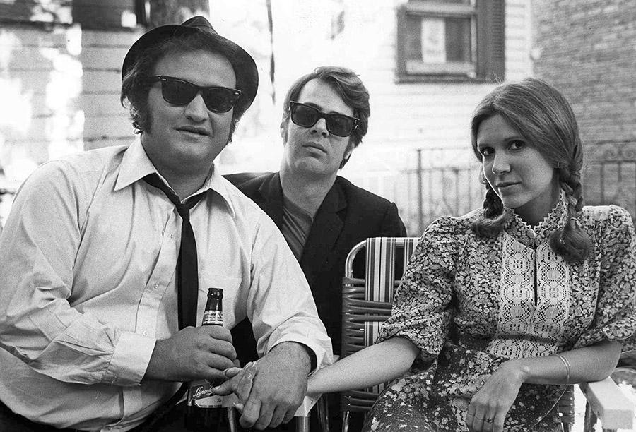 John Belushi, Dan Aykroyd et Carrie Fisher sur le tournage des Blues Brothers (John Landis, 1980)