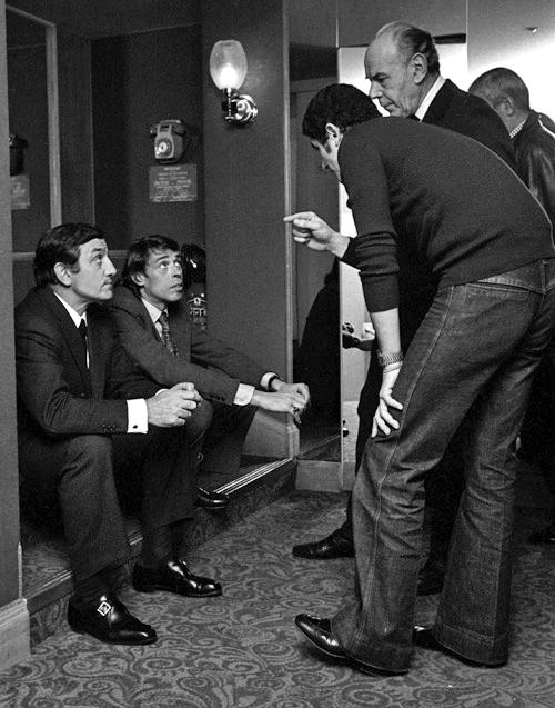 Jacques Brel et Lino Ventura dirigés par Claude Lelouch sur le plateau de L'Aventure c'est l'aventure (1972)
