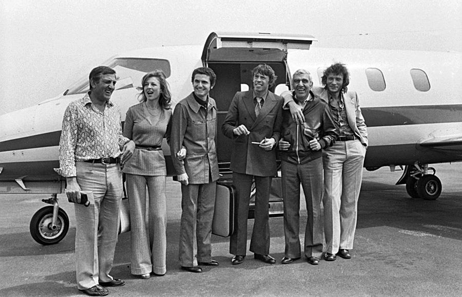 Lino Ventura, Claude Lelouch, Jacques Brel, Charles Gérard et Johnny Hallyday pendant le tournage de L'Aventure c'est l'aventure au festival de Cannes 1972