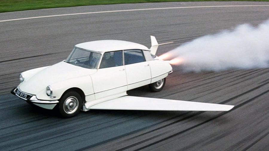 La célèbre DS volante de Fantômas se déchaîne (André Hunebelle, 1965) - © Gaumont