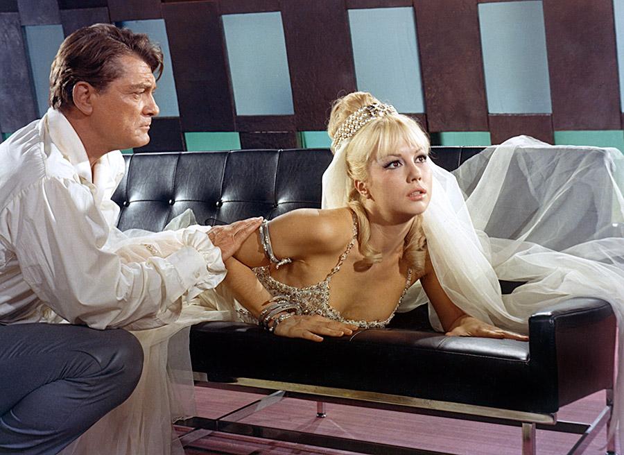 Jean Marais et Mylène Demongeot dans Fantômas se déchaîne (André Hunebelle, 1965) - © Gaumont