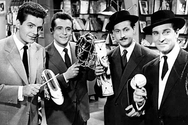 Roger Pierre, Jean-Marc Thibault, Michel Serrault et Jean Poiret dans La Vie est belle (1956)ean-Marc Thibault, 1958)