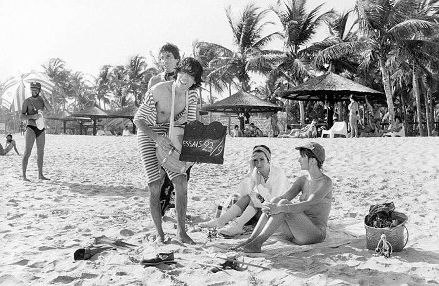 Michel Creton, Luis Rego, Dominique Lavanant et Marie-Anne Chazel sur le tournage des Bronzés - © Daniel Simon