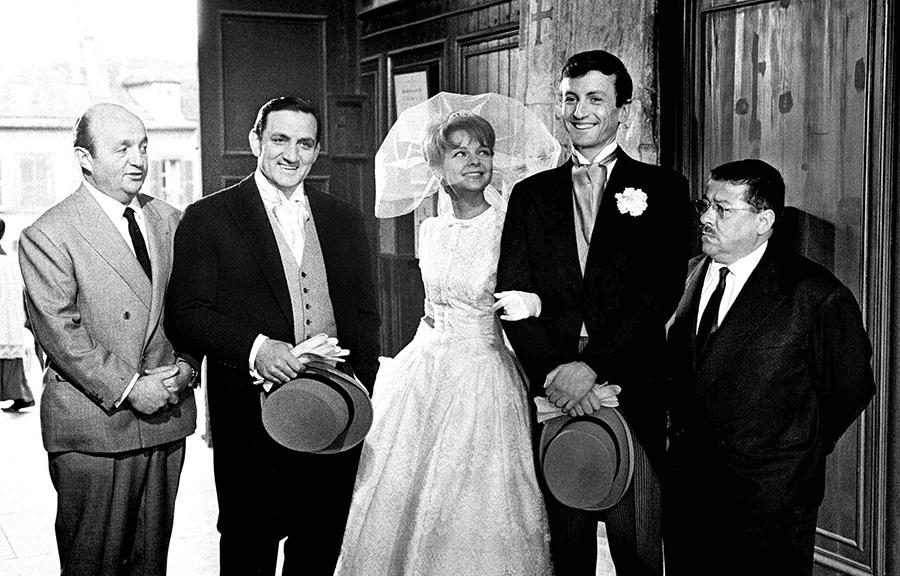 Bernard Blier, Lino Ventura, Sabine Sinjen, Claude Rich et Francis Blanche sur le tournage des Tontons flingueurs (Georges Lautner, 1963) - © Gaumont