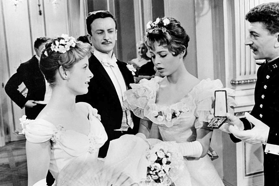 Catherine Anouilh, Claude Rich, Brigitte Bardot et Yves Robert dans Les Grandes manœuvres (René Clair, 1955)