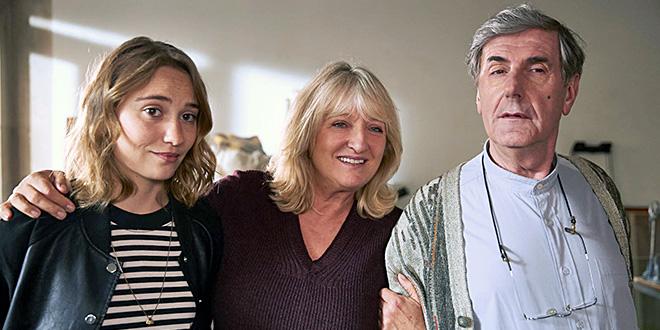 Déborah François, Charlotte De Turckheim et Bernard Ménez dans Loue-moi ! (Coline Assous et Virginie Schwartz, 2017)