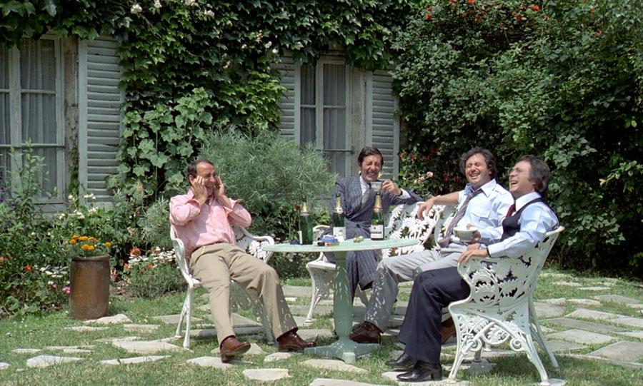 Claude Brasseur, Jean Rochefort, Victor Lanoux et Guy Bedos dans Nous irons tous au paradis (Yves Robert, 1977) - © Gaumont
