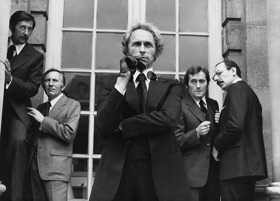 Jean Rochefort, Paul Le Person, Pierre Richard, Michel Duchaussoy et Jean Bouise durant le tournage du Retour du Grand Blond (Yves Robert, 1974) - © Gaumont