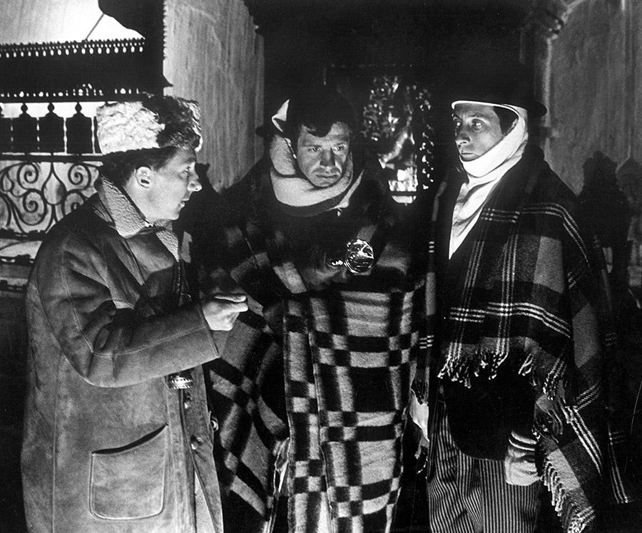 Philippe de Broca, Jean-Paul Belmondo et Jean Rochefort sur le tournage des Tribulations d'un Chinois en Chine (1965) - © Alex Productions