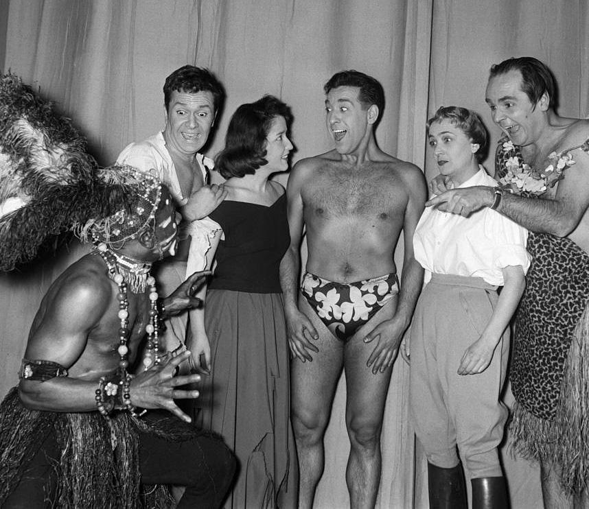 Robert Hirsch, Lucie Dolène, Luis Mariano, Jacqueline Maillan et Jean Le Poulain en 1952 dans Trente-six chandelles - © Daniel FallotINA