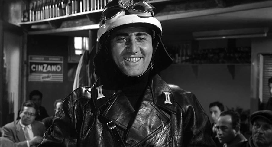 Alberto Sordi dans Il vigile (L'Agent, 1960) de Luigi Zampa - © Tamasa