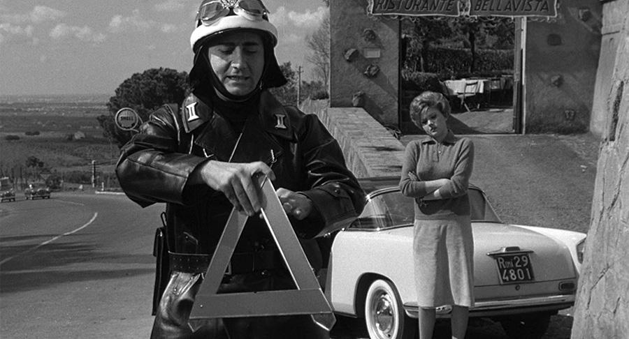 Alberto Sordi et Sylva Koscina dans Il vigile (L'Agent, 1960) de Luigi Zampa - © Tamasa
