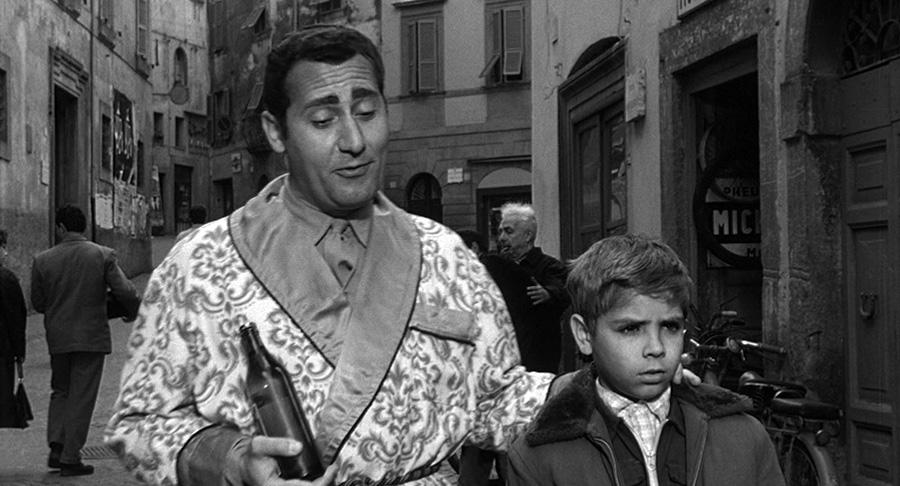 Alberto Sordi et Franco Di Trocchio dans Il vigile (L'Agent, 1960) de Luigi Zampa - © Tamasa