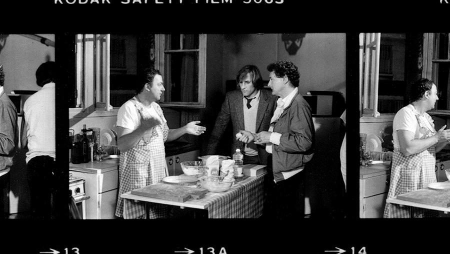 Tournage de Inspecteur la Bavure dans le documentaire Coluche fait son cinéma