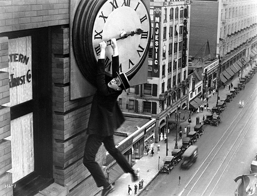 Harold Lloyd dans Monte là-dessus (Safety Last) de Fred C. Newmeyer et Sam Taylor (1923)