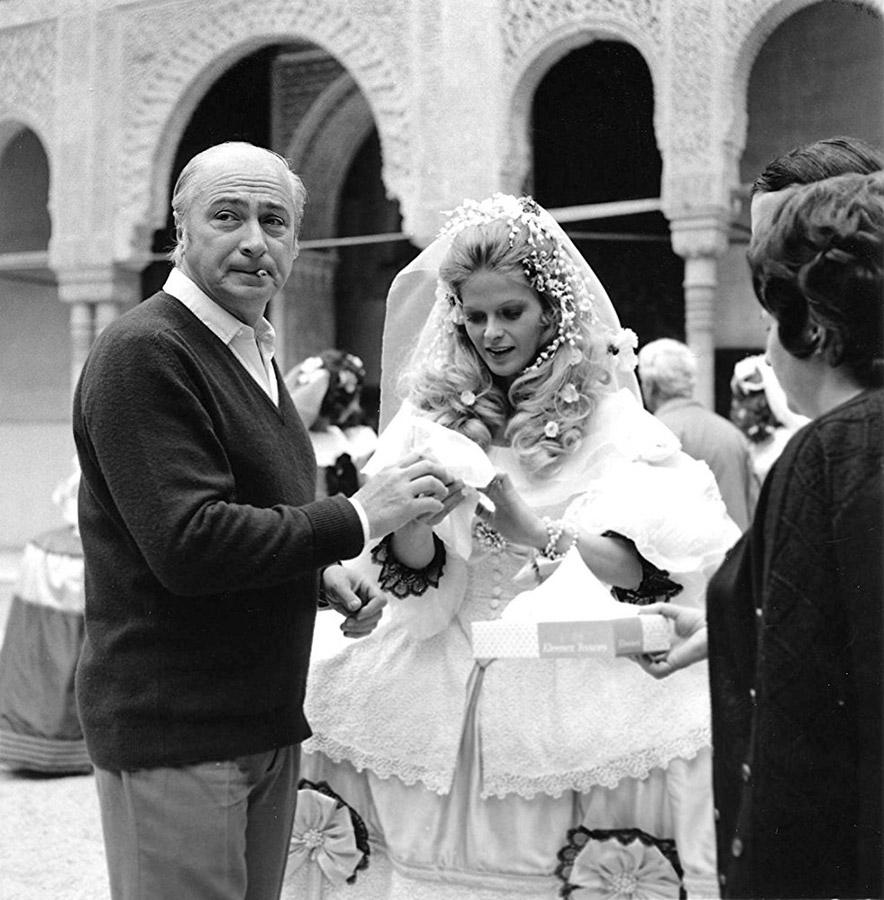 Gérard Oury et Karin Schubert sur le tournage de La Folie des grandeurs
