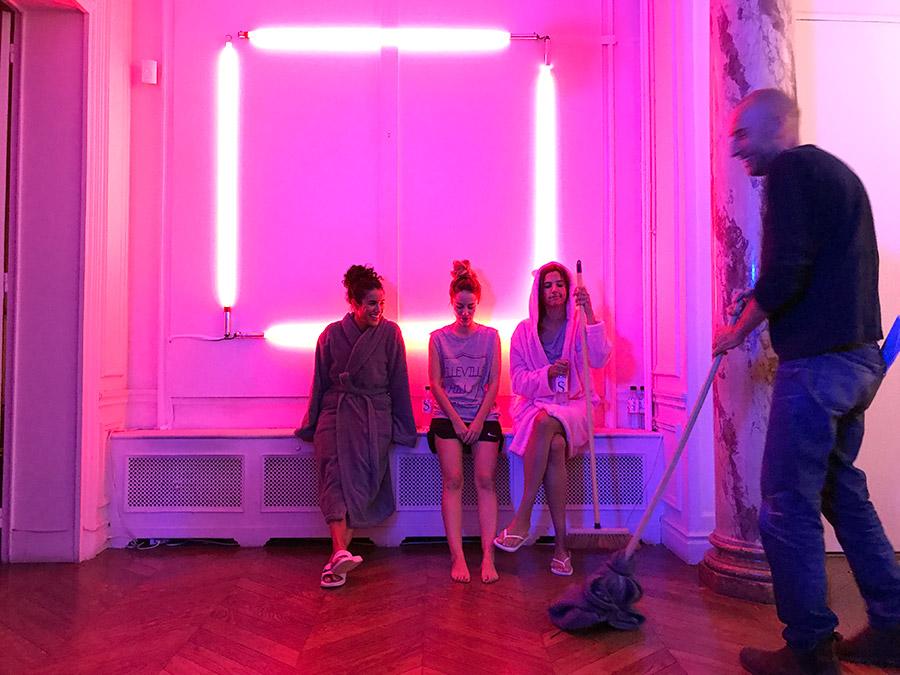 Sabrina Ouazani, Alice David et Charlotte Gabris sur le tournage de Demi-sœurs - © François-Régis Jeanne