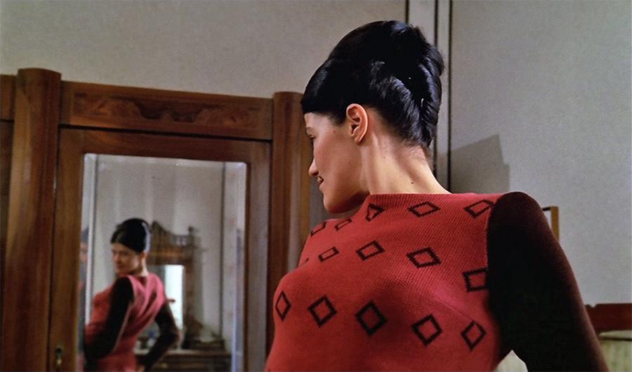 Francesca Romana Coluzzi dans Venez donc prendre le café… chez nous ! (Alberto Lattuada, 1970) - © Tamasa