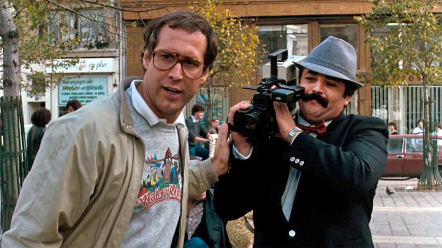 Chevy Chase et Didier Pain dans Bonjour les vacances II (Amy Heckerling, 1985)