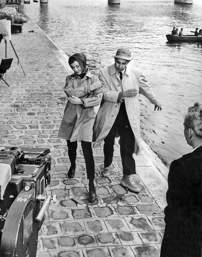 Stanley Donen et Audrey Hepburn sur le tournage de Drôle de frimousse (Funny Face) en 1956 - DR
