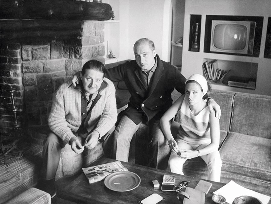 Marcel Jullian, Gérard Oury et Danièle Thompson pendant l'écriture du scenario de La Grande Vadrouille © Collection Danièle Thompson, photo DR