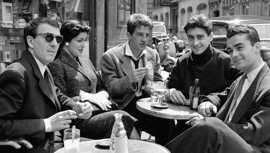 Jean-Pierre Marielle, Françoise Fabian, Jean-Paul Belmondo, Pierre Vernier et Pierre Hatet au concours du Conservatoire en 1954 - © Boris Lipnitzki