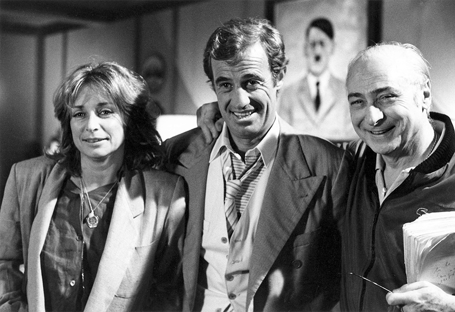 Danièle Thompson, Jean-Paul Belmondo et Gérard Oury sur le tournage de L'As des as - © Collection Danièle Thompson. Production Gaumont / StudioCanal (France) / Rialto Film GmbH (Allemagne). 1982. Photo : Léo Weisse