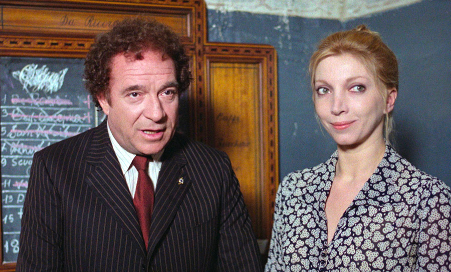 Ugo Tognazzi et Mariangela Melato dans Qui a tué le chat ? (Il gatto) de Luigi Comencini (1977) - © Tamasa
